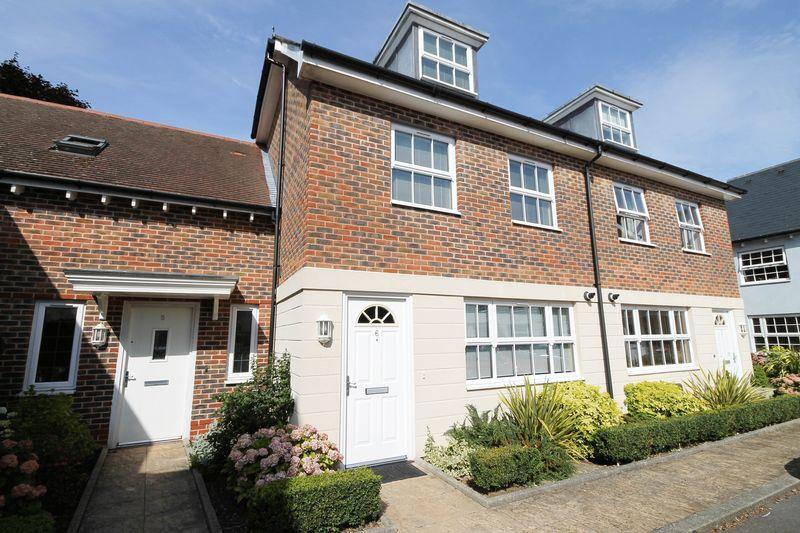 3 Bedrooms Terraced House for sale in The Retreat, Southbourne