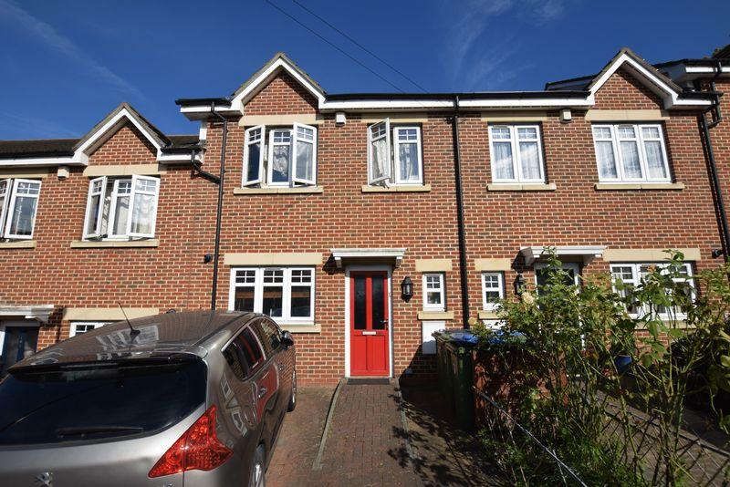 3 Bedrooms Terraced House for sale in Tewson Road, Plumstead, SE18 1BB