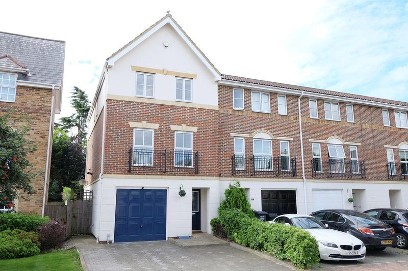 4 Bedrooms Terraced House for sale in Anvil Terrace, Dartford