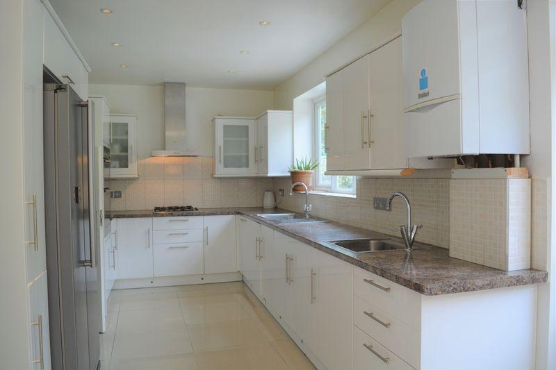 5 Bedrooms Semi Detached House for sale in Glendor Gardens, Mill Hill, London
