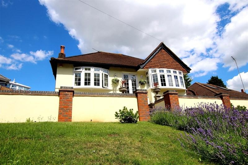 2 Bedrooms Detached Bungalow for sale in Watling Street, Bexleyheath