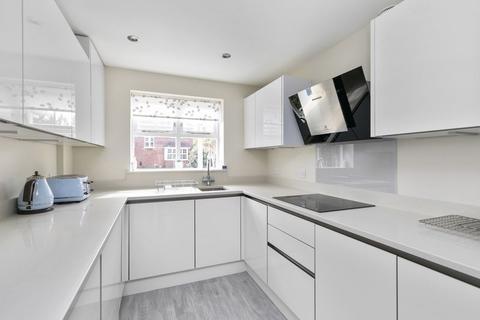 4 bedroom detached house to rent - St. Andrews Gardens, Cobham