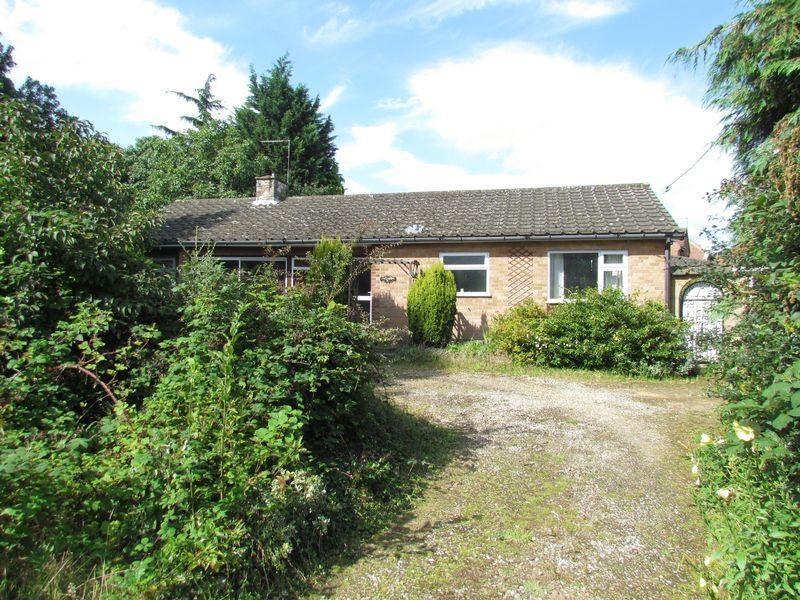 3 Bedrooms Detached Bungalow for sale in Fakenham Road, Taverham, Norwich