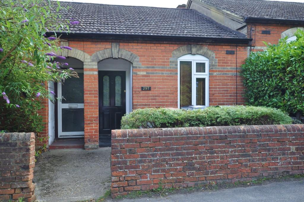 1 Bedroom Terraced House for sale in Stoughton Road, Guildford