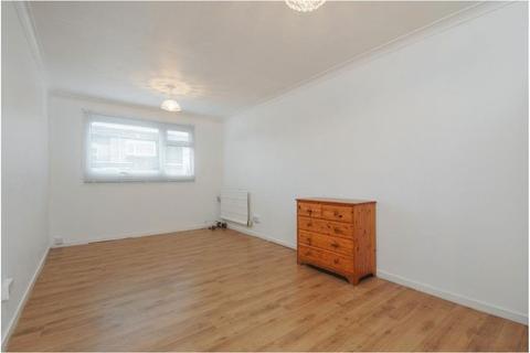 3 bedroom apartment to rent - Quantock Close