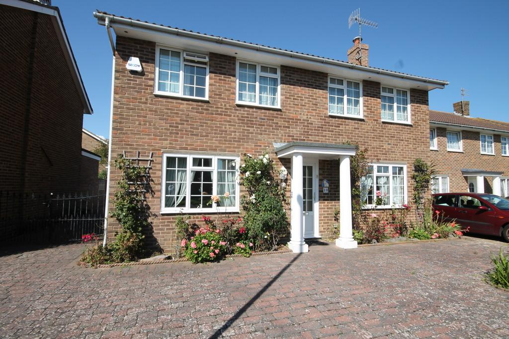 4 Bedrooms Detached House for sale in Nicolson Drive, Shoreham-by-Sea, BN43 5UP