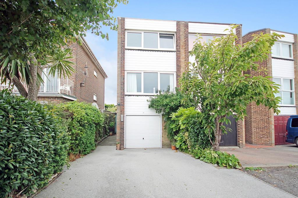 3 Bedrooms End Of Terrace House for sale in Harbour Way, Shoreham-by-Sea, BN43 5HZ
