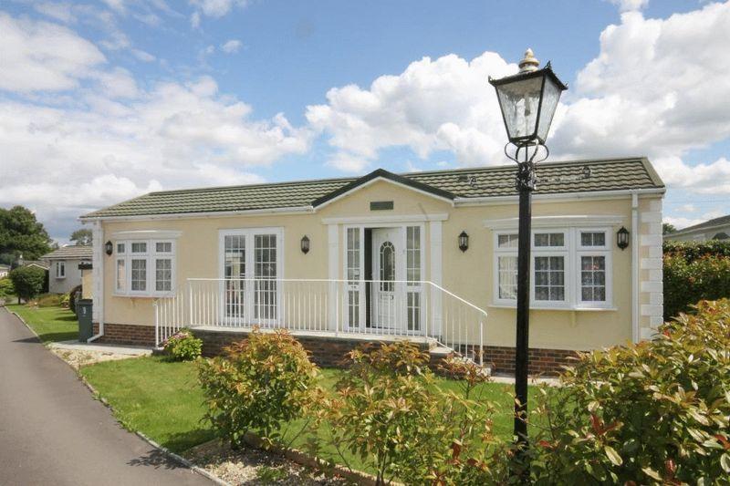1 Bedroom Park Home Mobile Home for sale in NEWDIGATE, Nr DORKING