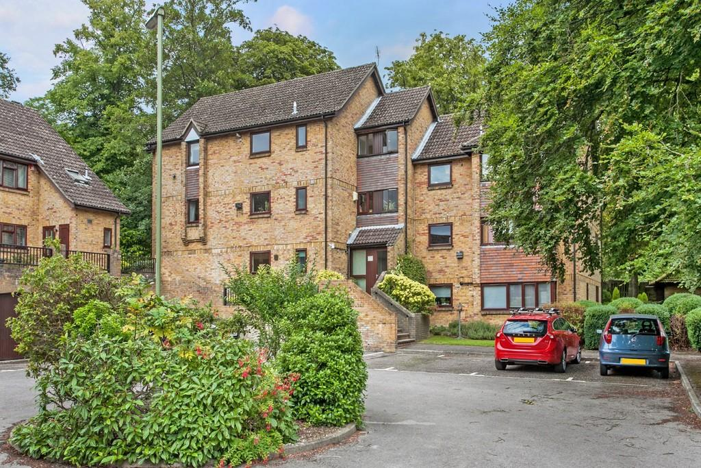 2 Bedrooms Ground Flat for sale in Monmouth Square, Winchester, SO22