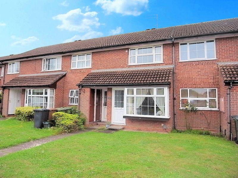 2 Bedrooms Apartment Flat for sale in John Russell Close, Guildford