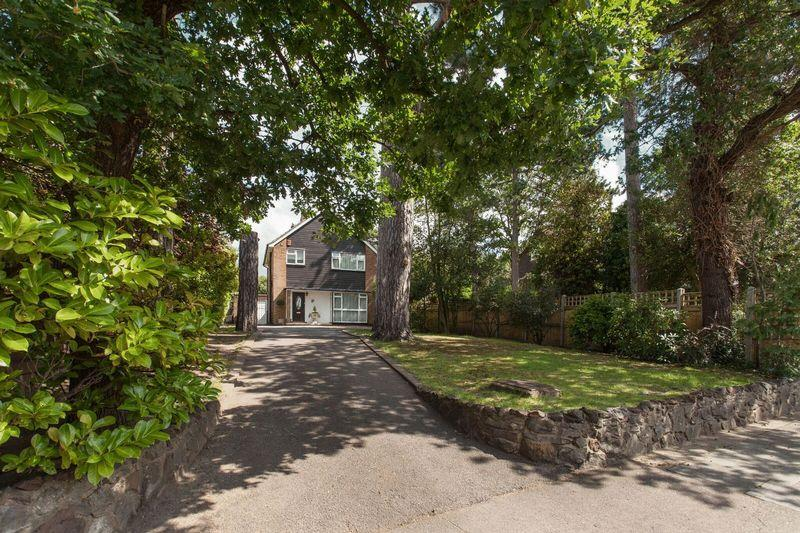 3 Bedrooms Detached House for sale in Bird in Hand Lane, Bickley, Bromley