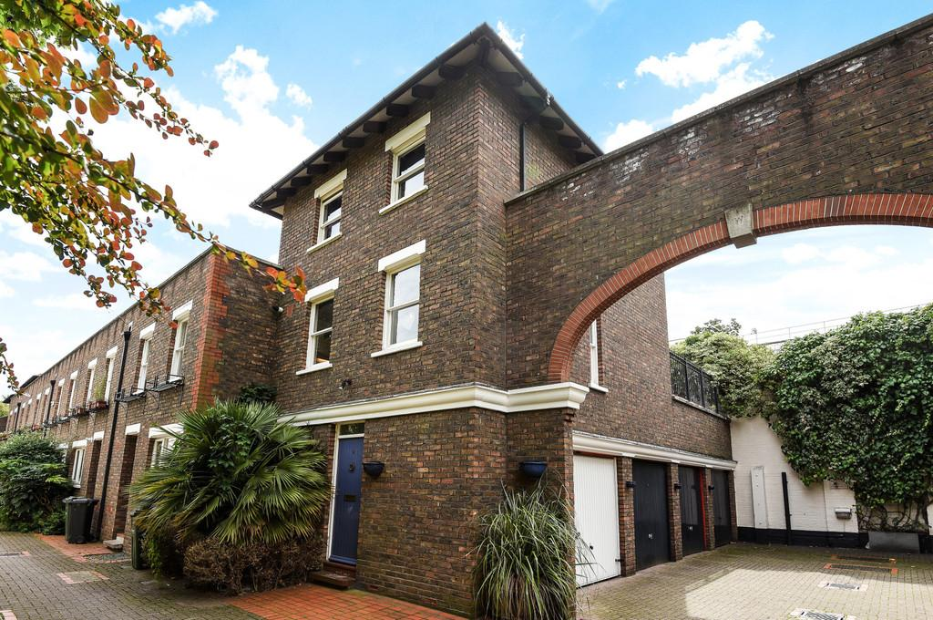 2 Bedrooms Semi Detached House for sale in Usborne Mews, Carroun Road, SW8