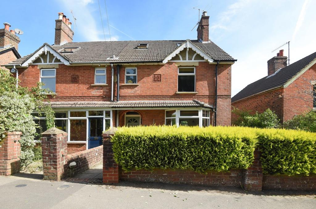 4 Bedrooms Semi Detached House for sale in Camelsdale Road, Camelsdale, Haslemere, GU27