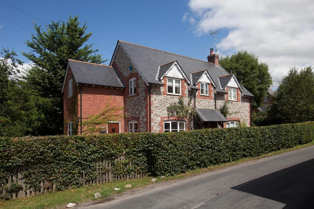 3 Bedrooms Detached House for sale in Shrewton