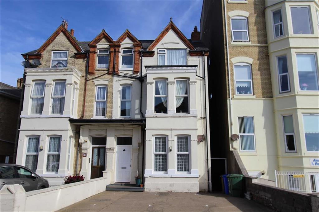 2 Bedrooms Flat for sale in St Annes Road, Bridlington, East Yorkshire, YO15