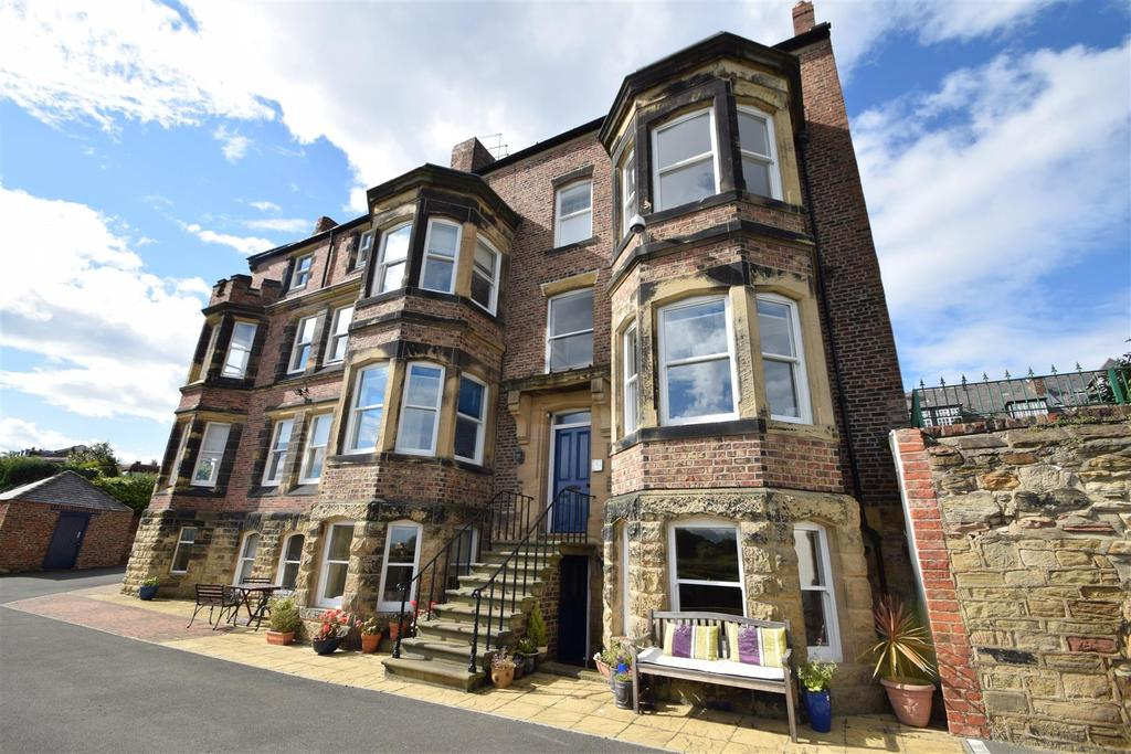 2 Bedrooms Apartment Flat for sale in Pier Road, Tynemouth