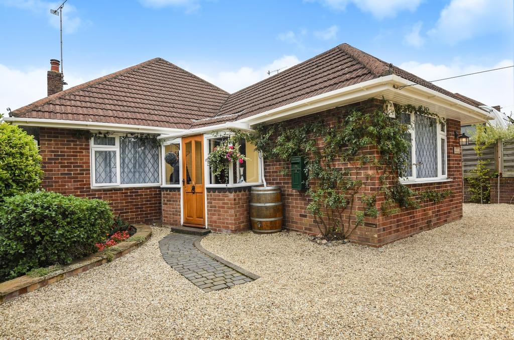 3 Bedrooms Detached Bungalow for sale in Catherington Lane, Horndean, PO8