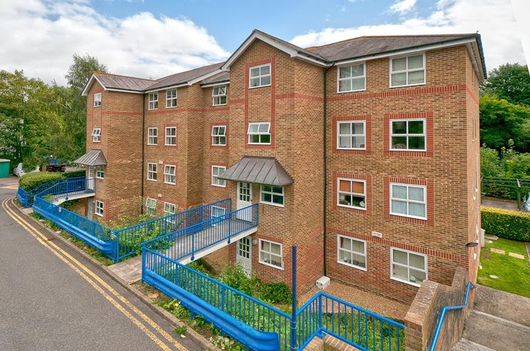 2 Bedrooms Flat for sale in River Bank Close, Maidstone, Kent, ME15 7SE