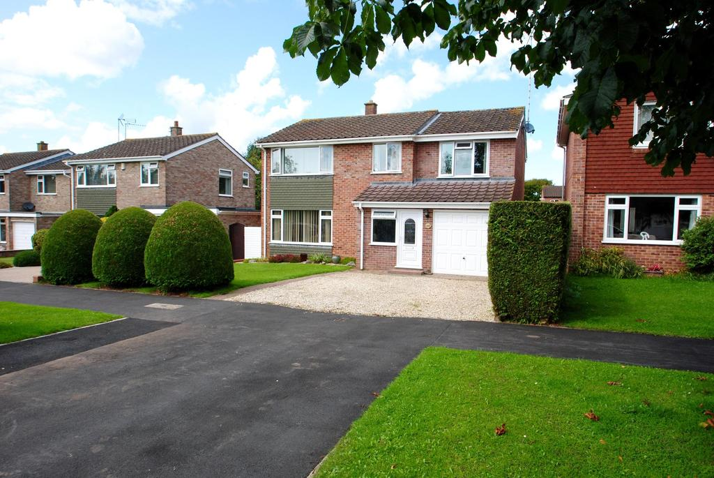 4 Bedrooms Detached House for sale in Longmead Way, Taunton