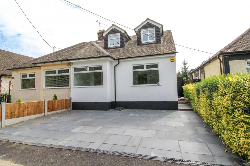 4 Bedrooms Semi Detached House for sale in Crow Green Lane, Pilgrims Hatch, Brentwood, Essex, CM15