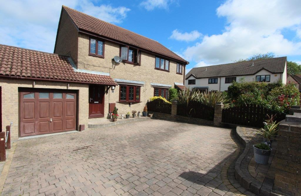 3 Bedrooms Semi Detached House for sale in Centaury Gardens, Horton Heath SO50