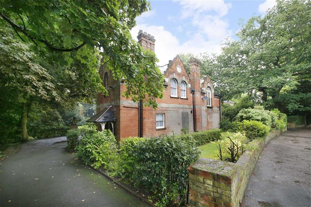 2 Bedrooms Flat for sale in Crescent Wood Road, Sydenham Hill Road, London
