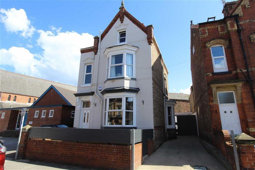 5 Bedrooms Detached House for sale in Victoria Road, Bridlington, East Yorkshire, YO15
