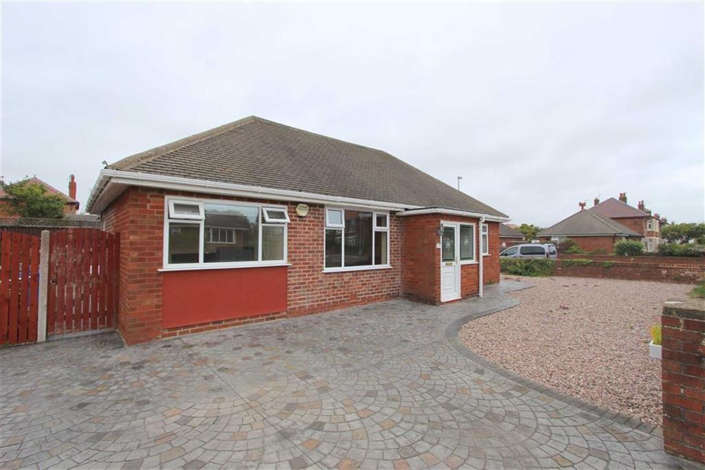 3 Bedrooms Detached Bungalow for sale in Banbury Road, Lytham St Annes, Lancashire