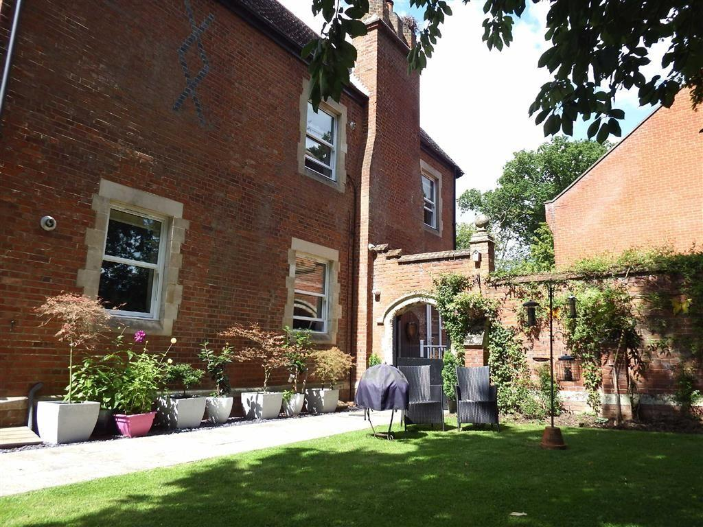 2 Bedrooms Apartment Flat for sale in The Mansion, Stevenage, Hertfordshire, SG1