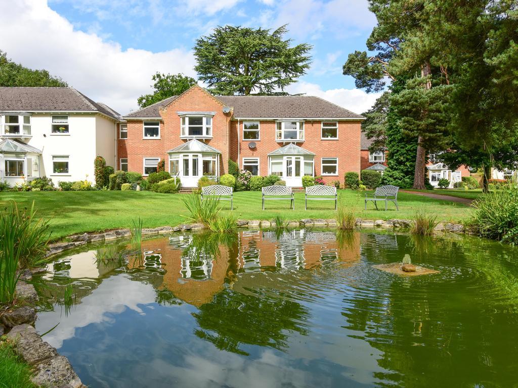 2 Bedrooms Apartment Flat for sale in Fairlawn, Weybridge KT13