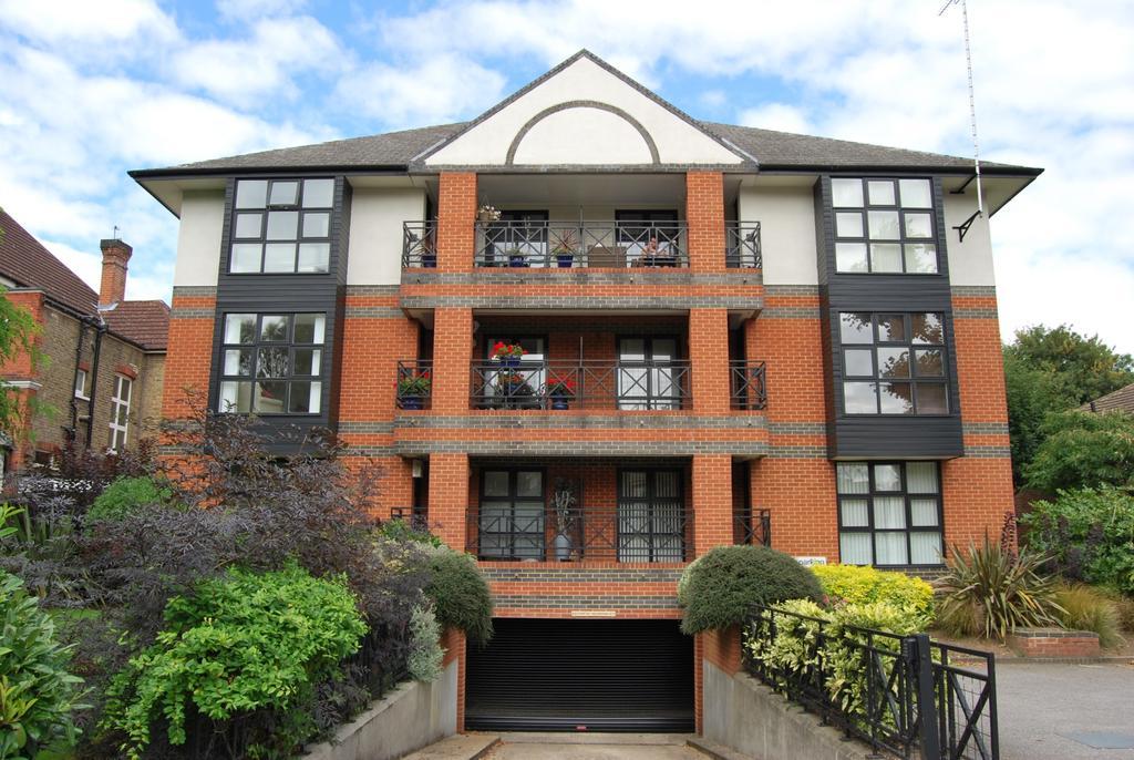 2 Bedrooms Flat for sale in Shortlands Road Bromley BR2
