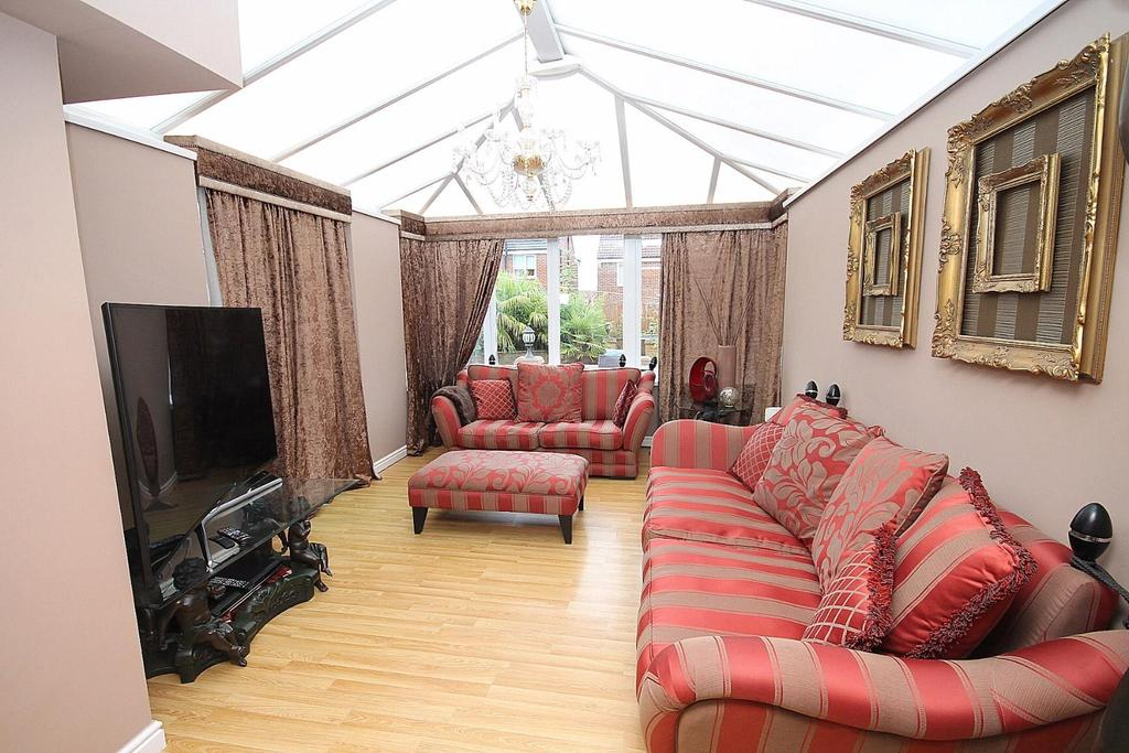4 Bedrooms Detached House for sale in Rutherford Court, Willington, Crook