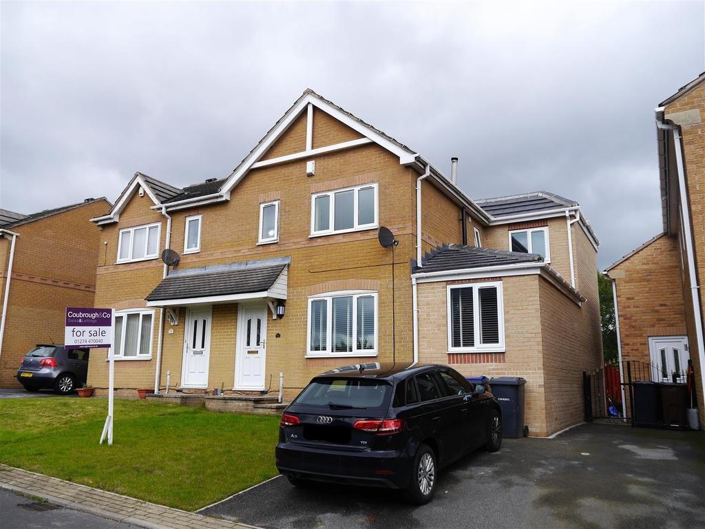 4 Bedrooms Semi Detached House for sale in Bannockburn Court, Odsal, Bradford, BD5 8AE