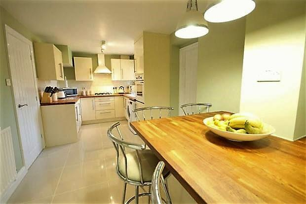 4 Bedrooms Semi Detached House for sale in Bannockburn Court, Odsal, Bradford, BD5 8AE
