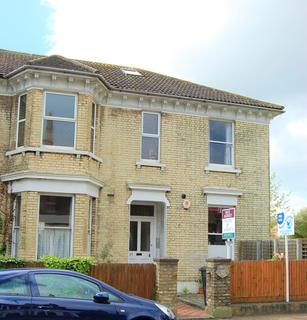 2 bedroom flat to rent - Upperton Road, Eastbourne BN21