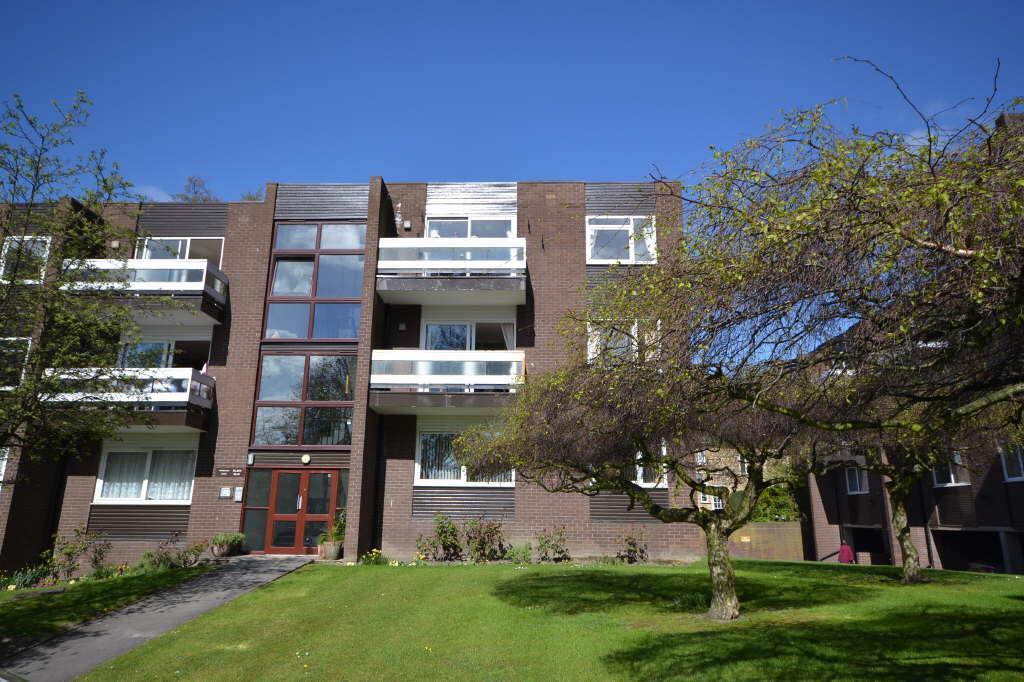 3 Bedrooms Flat for sale in Woodville Court, Roundhay, Leeds