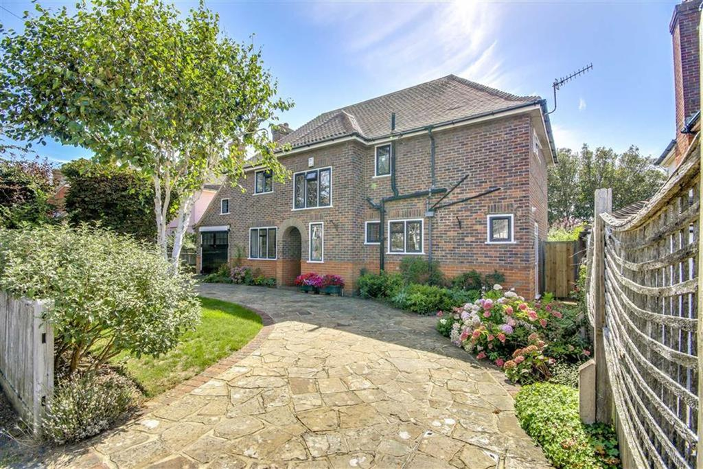 3 Bedrooms Detached House for sale in Headland Avenue, Seaford