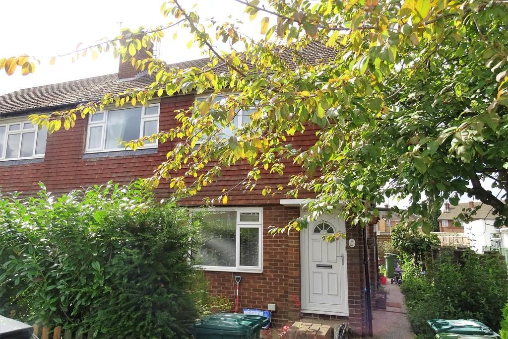 2 Bedrooms Maisonette Flat for sale in Feltham Hill Road, Ashford, TW15