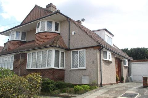 3 bedroom semi-detached house to rent - Treewall Gardens Bromley BR1