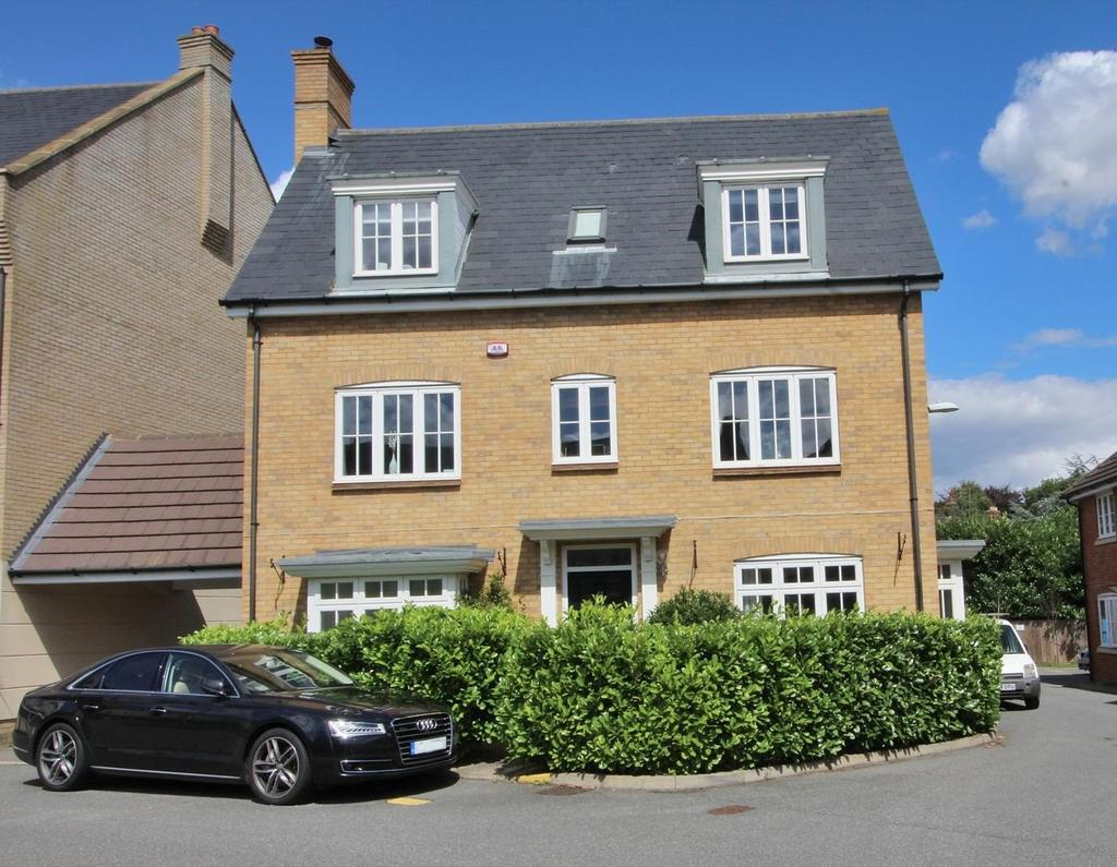 5 Bedrooms Detached House for sale in Greenland Gardens, Great Baddow, Chelmsford, Essex, CM2