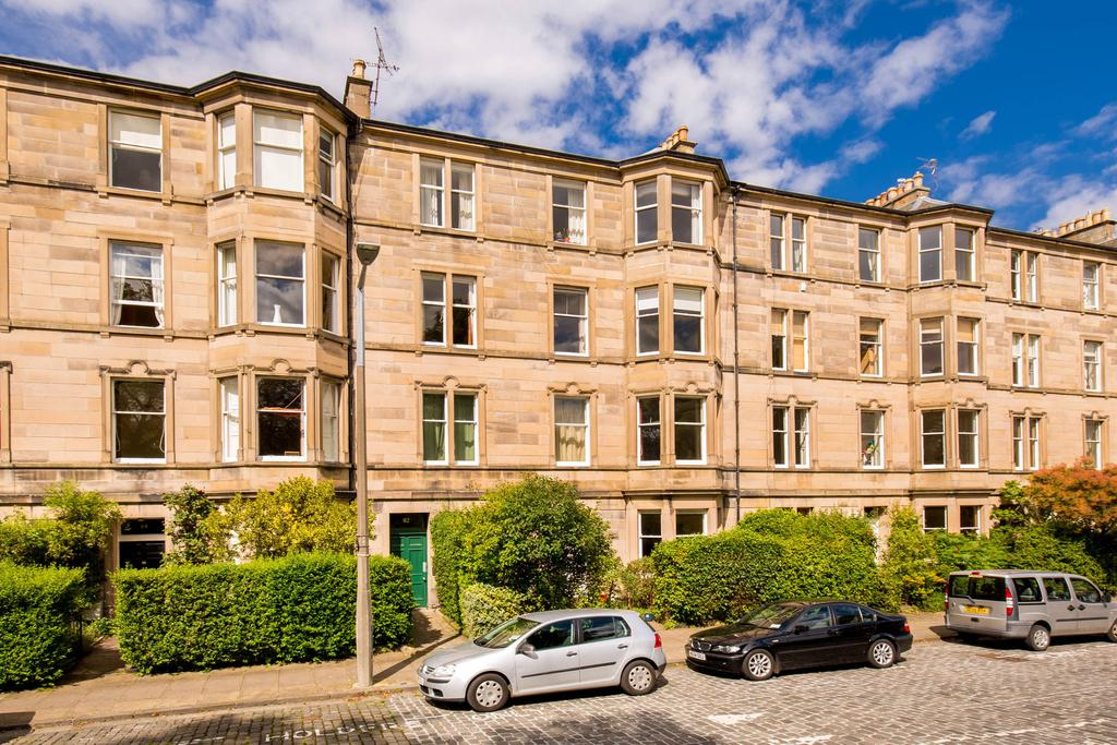 4 Bedrooms Flat for sale in 82 2F2 Thirlestane Road, Marchmont, EH9 1AR
