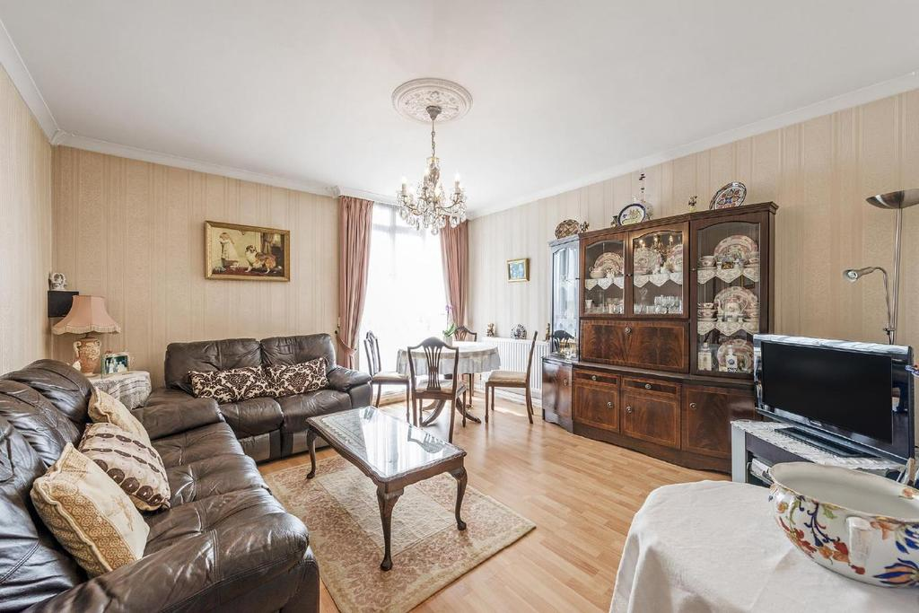 3 Bedrooms Flat for sale in Hallfield Estate, Bayswater