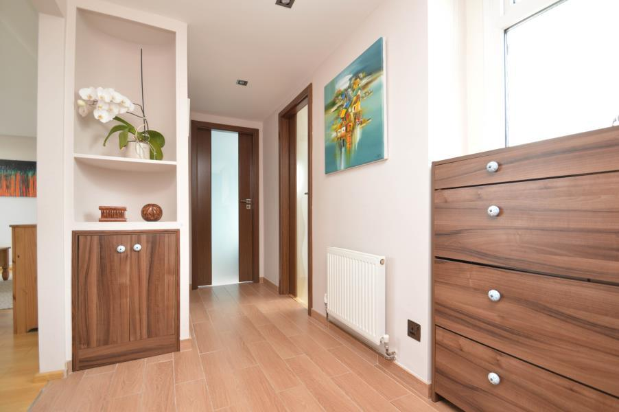 2 Bedrooms Flat for sale in Christian Square