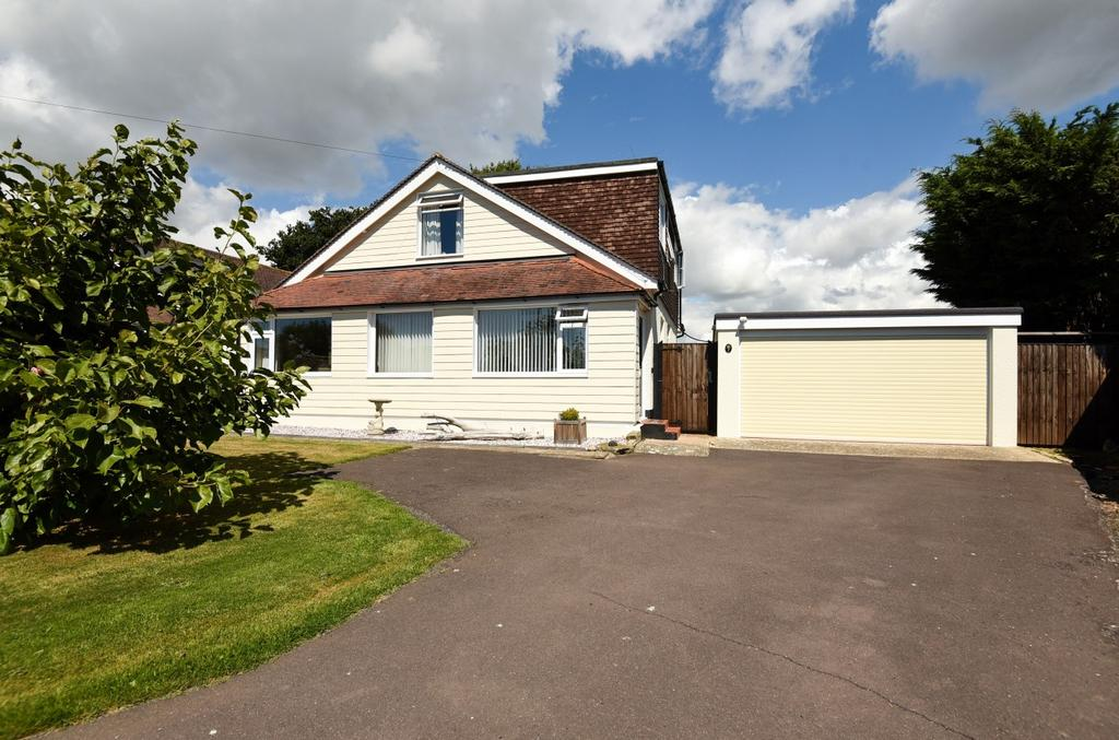 4 Bedrooms Detached Bungalow for sale in Robins Drive, Rose Green, Bognor Regis, PO21
