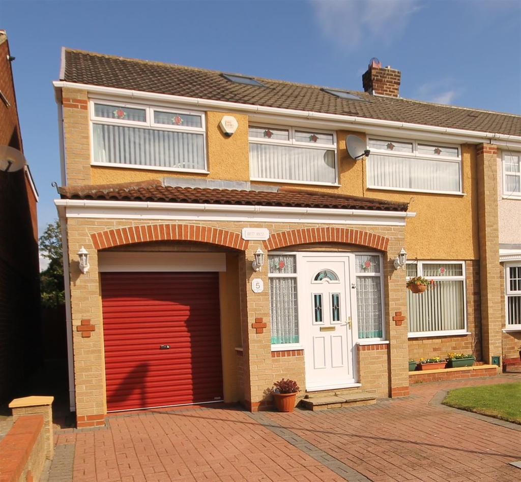 5 Bedrooms Semi Detached House for sale in Burwell Walk, Fens, Hartlepool