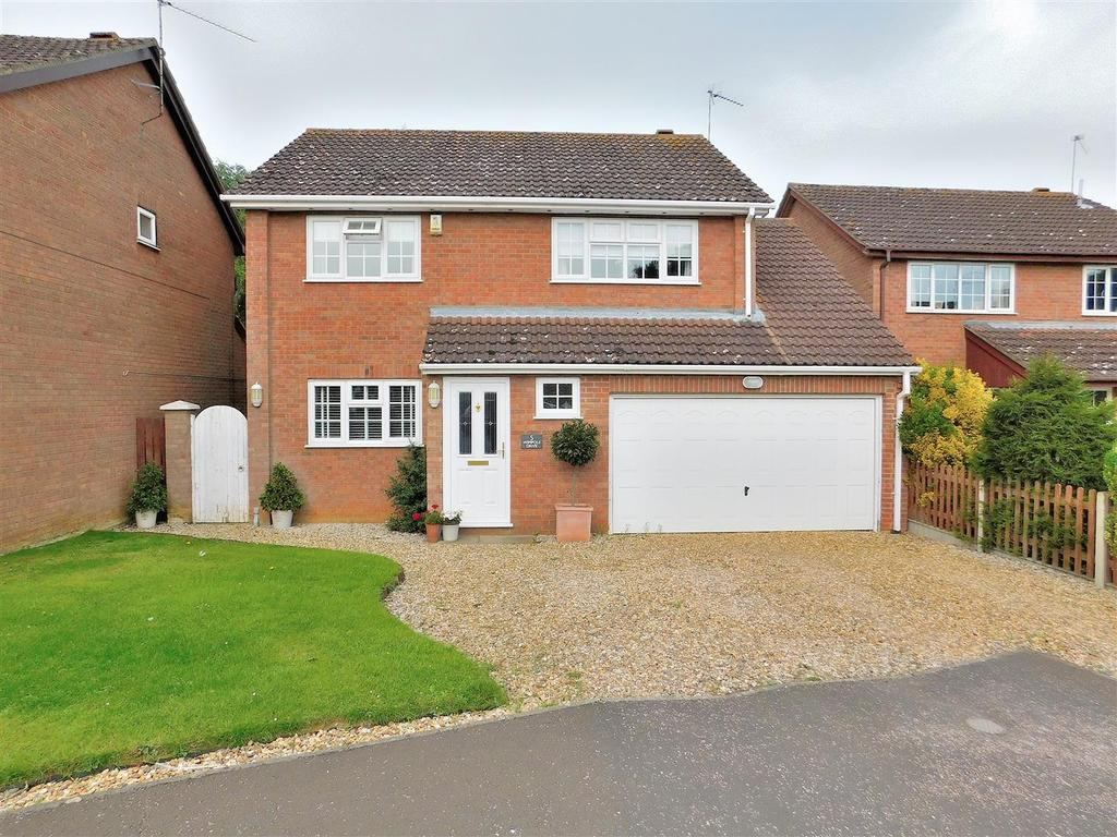4 Bedrooms Detached House for sale in Wimpole Drive, South Wootton, King's Lynn
