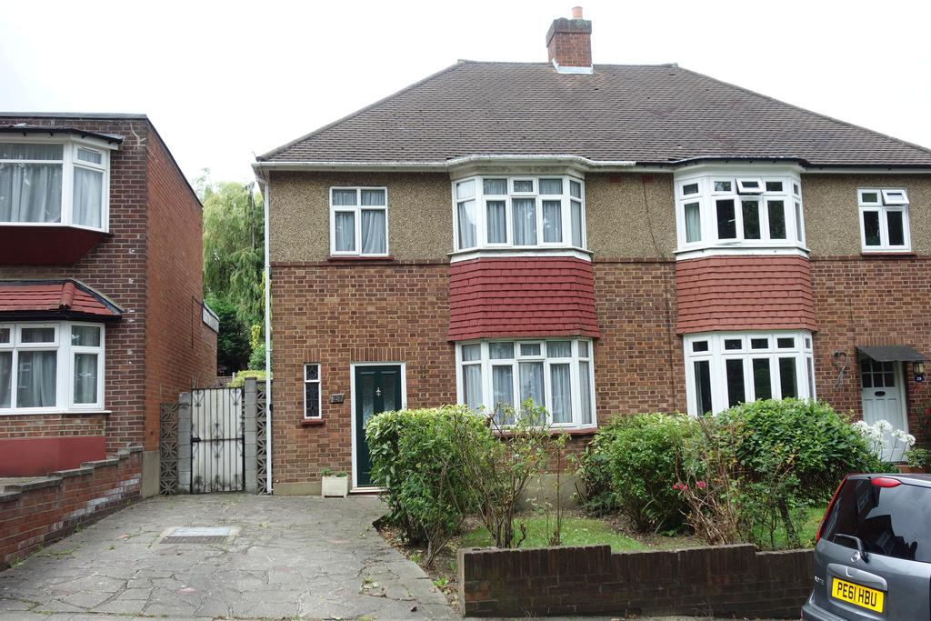 3 Bedrooms Semi Detached House for sale in Monkfrith Way, Southgate N14