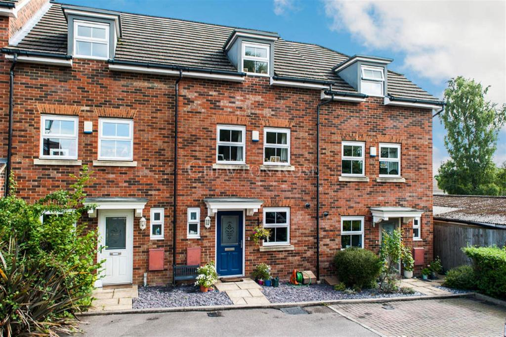 3 Bedrooms Terraced House for sale in Cranbourne Towers