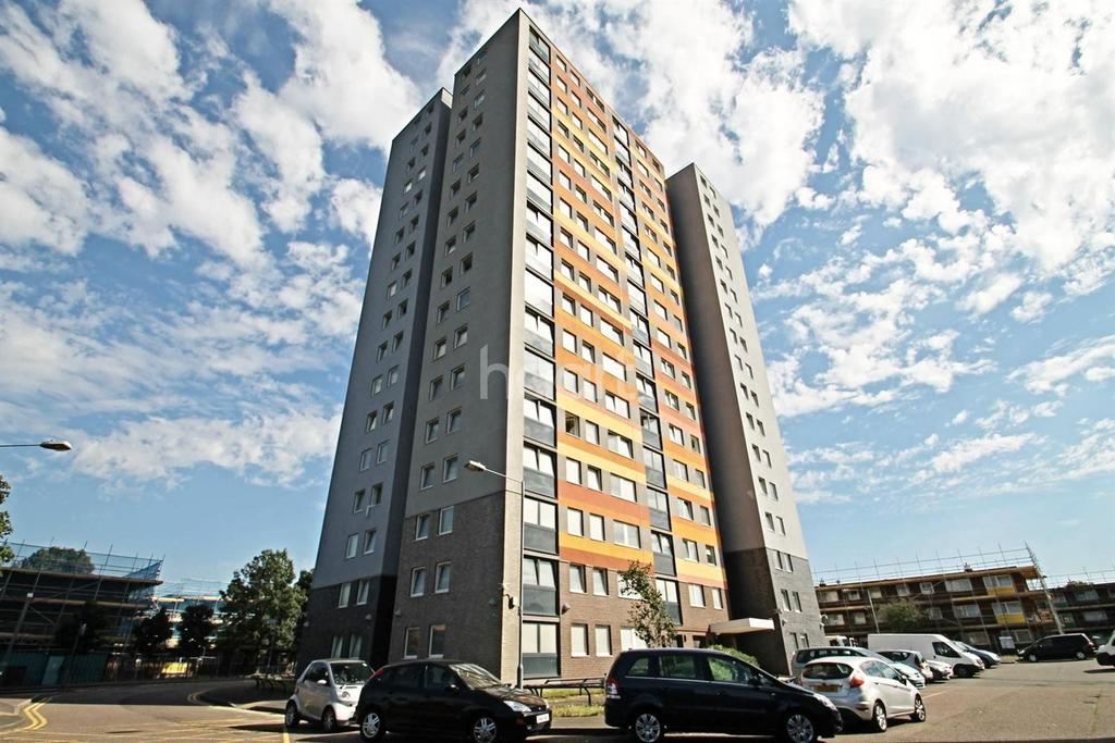 3 Bedrooms Flat for sale in Colne House, Barking, Essex