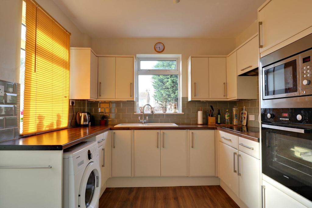 2 Bedrooms Detached House for sale in High Street, Great Wakering